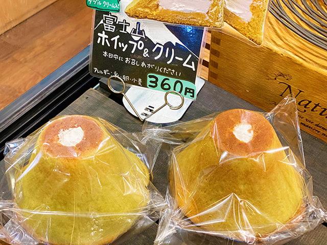 「富士山ホイップ&クリーム」360円(税込)は、中にメロンクリームだけでなくホイップクリームもたっぷり入っています