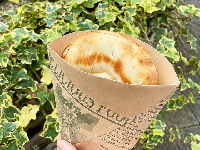「チーズグラタンフォカッチャ」400円(税込) 熱々で出してくれました