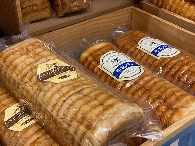 八ヶ岳ブレッド「牛乳パン」910円(税込)。メープルパンや、季節限定のシャインマスカットパンもあります。