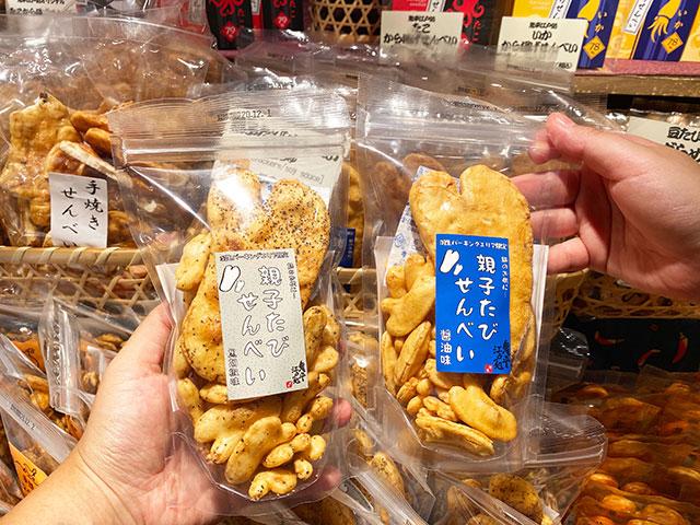 親子たびせんべい醤油味、黒胡椒味 各500円(税込)