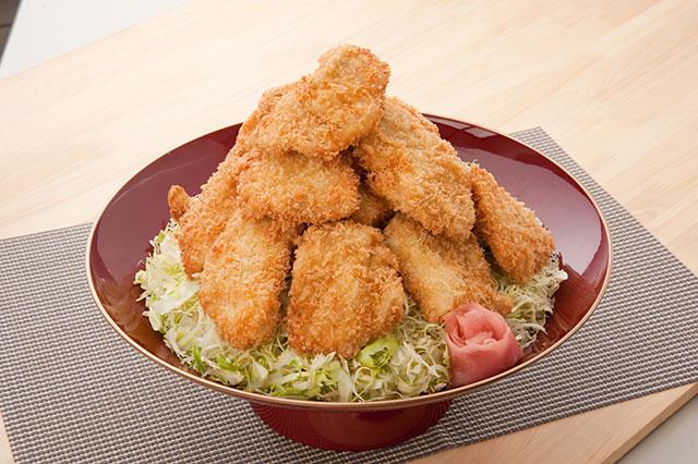 見た目もバツグンな「MEGA盛りタレカツ丼」1,780円(税込) テンションも上がります!