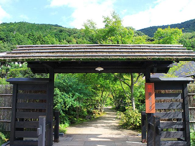 箱根湯寮の門