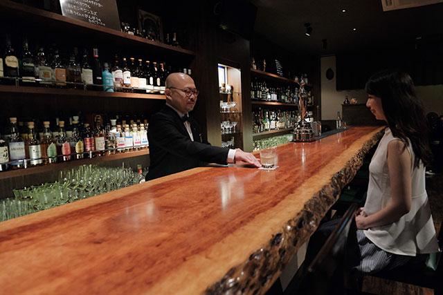 バーに慣れていない女性でも堀内さんのスマートなサポートで、楽しいひと時を過ごせます