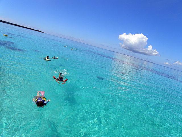 在沖繩游泳