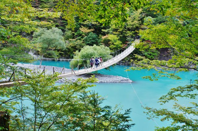 静岡県の山あい、寸又峡にある橋「夢の吊り橋」