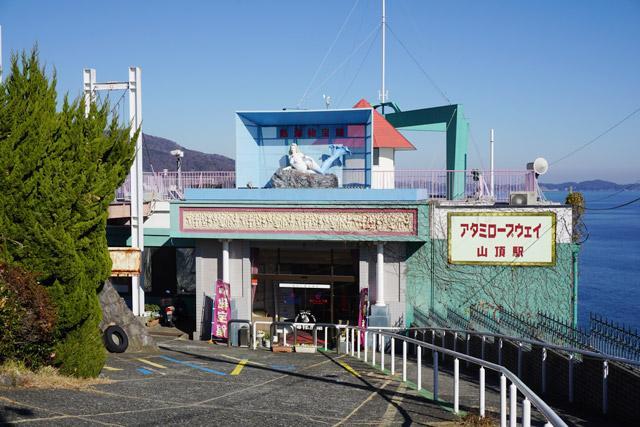 山頂駅近くにはオトナのユーモアスポット「秘宝館」も…!