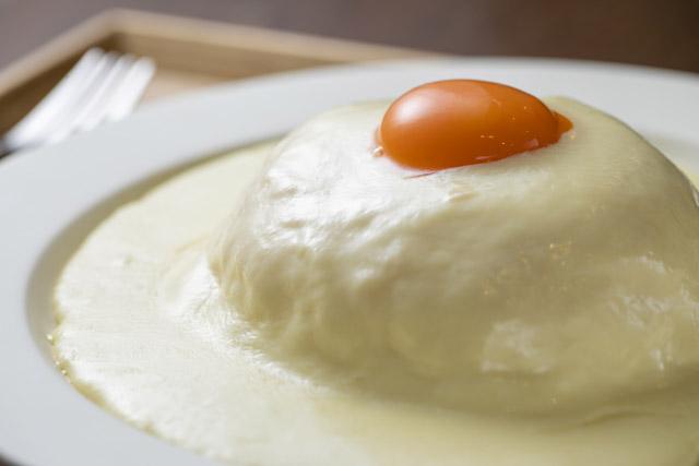ドライブイン 熱海プリン食堂 「チーズオムライス」1100円(税込)