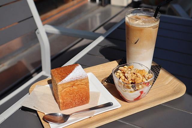 〈Aセット〉紅茶パンとアイスカフェラテMサイズ 780円(税込)