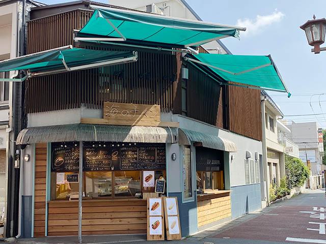 海の子パンの店横にあるカウンターでは立ち食い・立ち飲みがOK(お店で購入したものに限り)