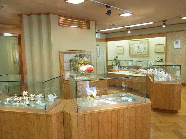 2階の無料の展示室「鳩巣」