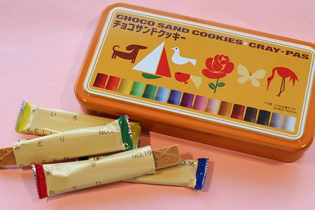 「クレパス柄チョコサンドクッキー」 1080円(税込)