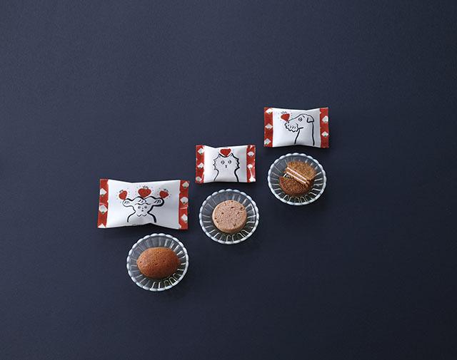 (右から)「いちごサンドクッキー」 5個入864円(税込) / 「いちごポルボローネ」 6個入1,296円(税込) / 「いちごケーキ」 6個入1,620円(税込)
