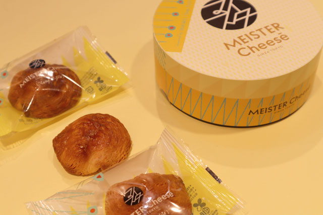 MEISTER Cheesē 「マイスターチーズパイ」 3個入864円(税込)