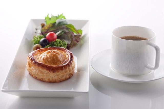ミートパイ&サラダ 800円(税込) ※現在フード提供休止中