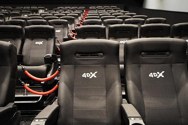 様々な装置が付いた4DX専用のシアター