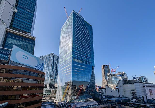 渋谷駅の真上に登場した巨大なビルが目印です