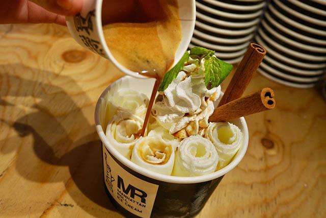 熱々コーヒーを注ぐ「アフォーガード」¥850