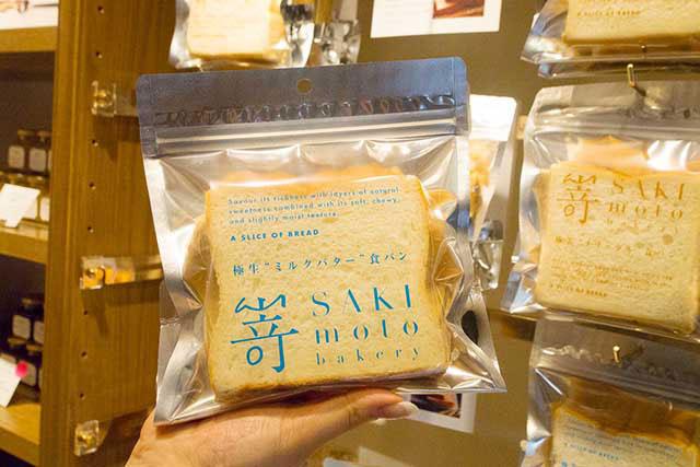吐司有兩種可以選擇「極美 ナチュラル(天然)」 和「極生 ミルクバター(牛奶奶油)」