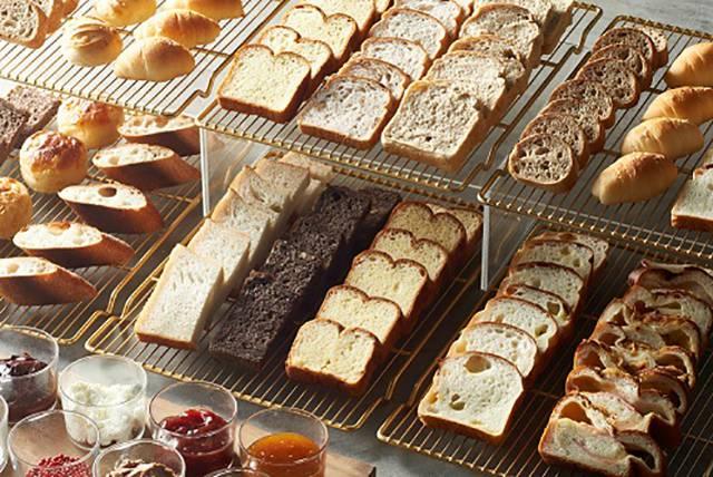 そのほかには、ホテル食パン・ショコラ食パン・ブリオッシュ食パン・全粒粉食パンもあります