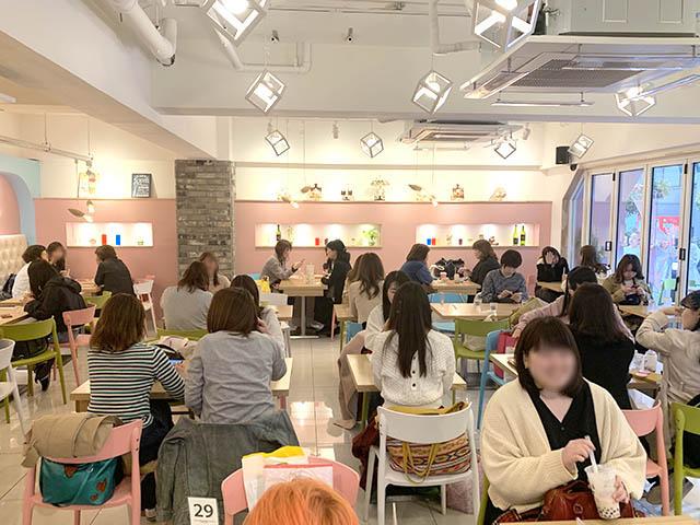 cafe de KAVE(カフェドケイブ) 新大久保店 店内