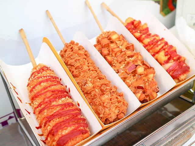 餅米ハットドック 各450円(税込)