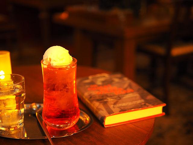 喫茶ガボール 「クリームソーダ(赤)」550円
