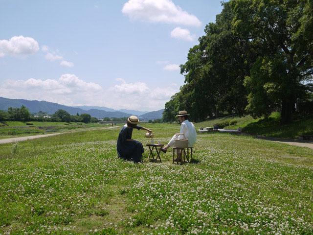 WIFE&HUSBAND 賀茂川の川原でピクニック