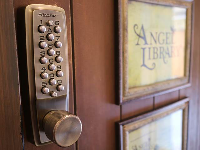 CACAO MARKET by MARIEBELLE この扉にキーナンバーを打ち込みましょう
