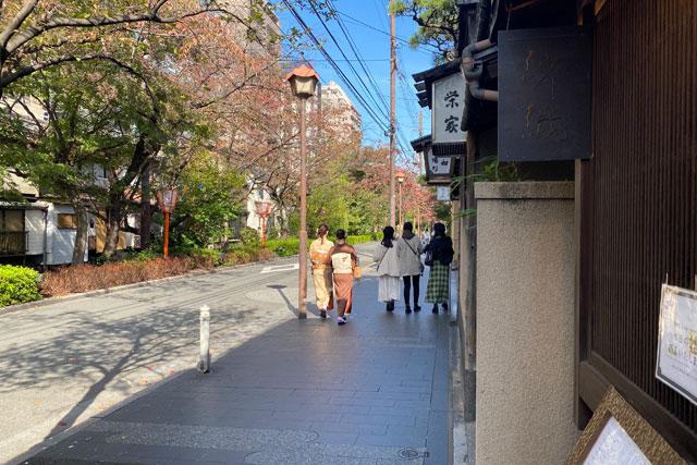 和栗専門 紗織‐さをり‐ お店周辺には風情ある街並みが広がっています