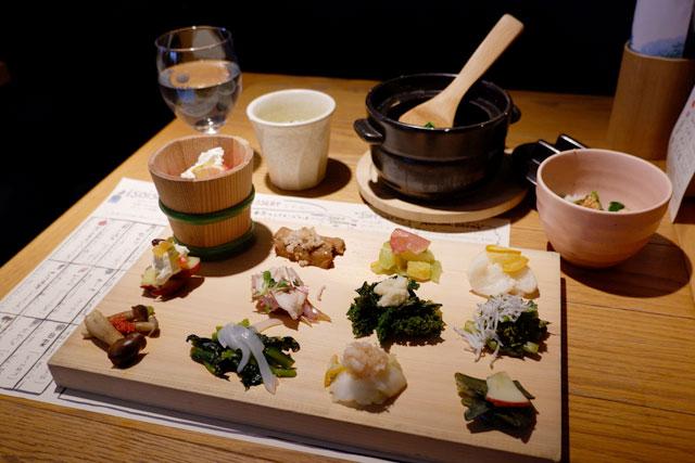 漬け野菜isoism 「漬け野菜12種盛、土鍋で炊き込みご飯、野菜のスープ」1800円