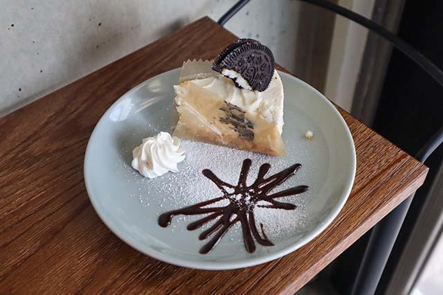 オレオの生クリームチーズケーキ 528円