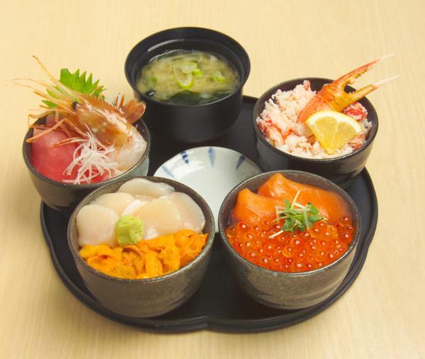 丸鮮丼 3480円(税込)