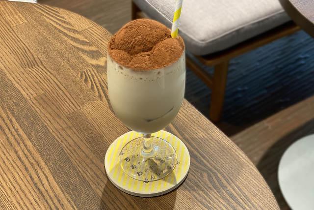 選べるドリンク「アイスカプチーノ」。単品だと550円なのでとってもお得です!