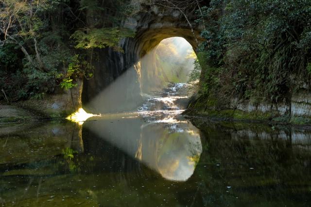 清水渓流広場(亀岩の洞窟)