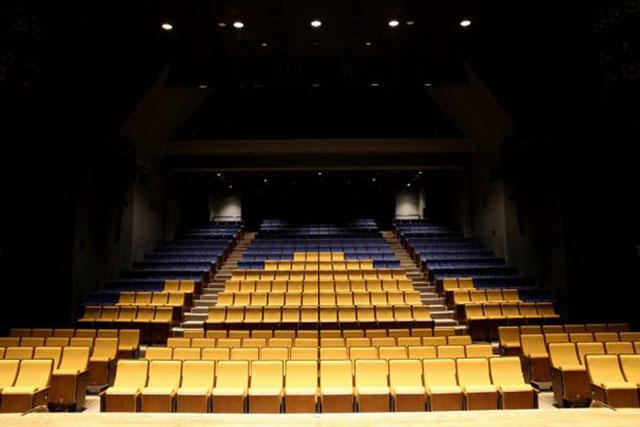 「本多劇場」 内観