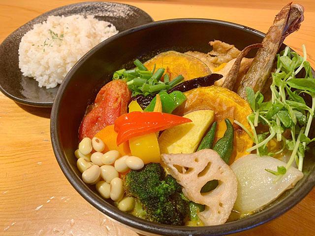 「Rojiura Curry SAMURAI.(路地裏カリィ 侍.)」のスープカレー