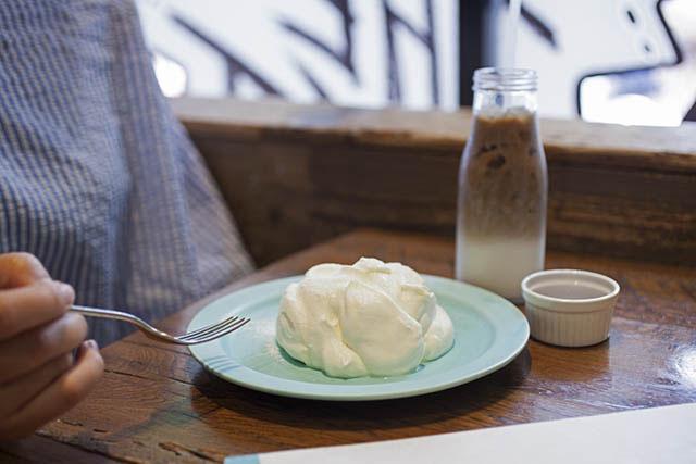 ふわとろシフォンケーキ 780円 牛乳屋さんのミルクコーヒー 400円