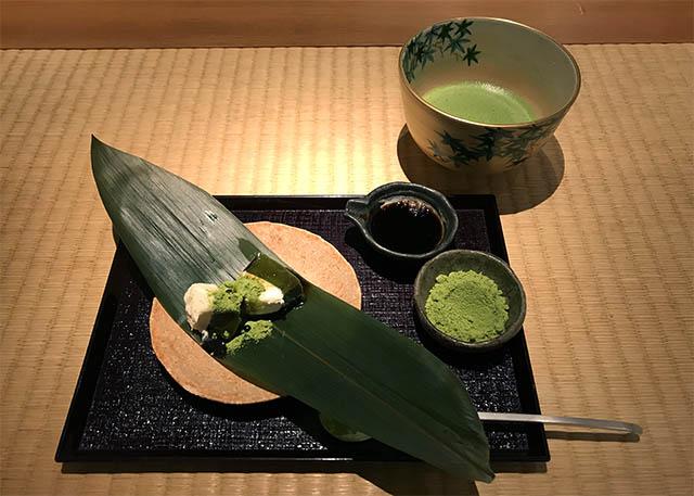 B1階の「くろぎ茶々」でお抹茶と和菓子を楽しむことができます。