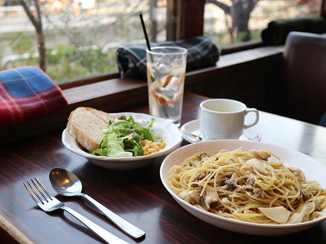 パスタランチ(大盛無料) パン(おかわり自由)・サラダ・ドリンク付 1115円