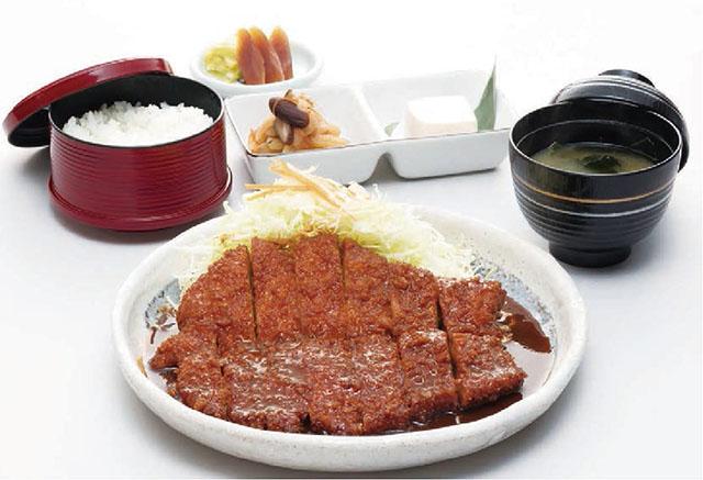 横丁内にある「矢場とん」の「わらじとんかつ御膳 定食」1800円(税別)