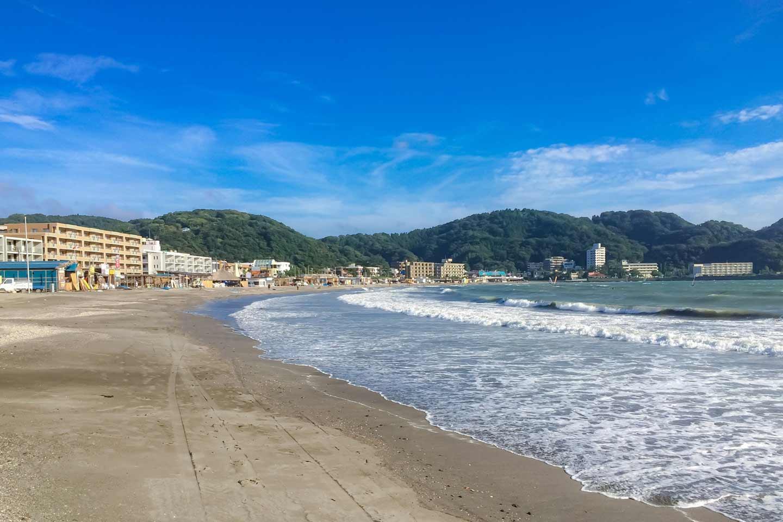 【関東ビーチ13選】都内から近い綺麗な海水浴場はここ!2021年海開き&日帰りで行けるビーチ情報も