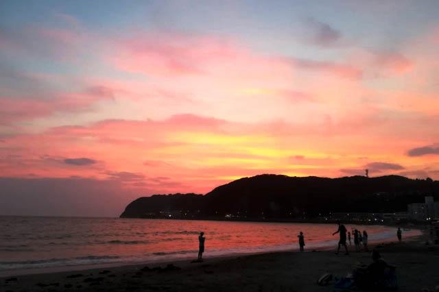 「逗子海岸海水浴場」の美しい夕焼け