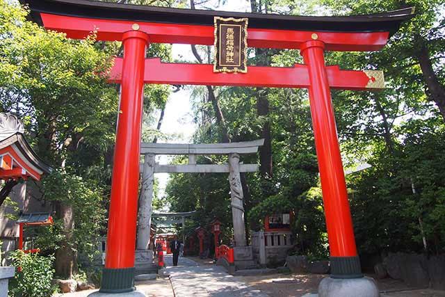 馬橋稲荷神社 奥の石造りの鳥居が「双龍門」