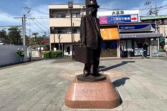 柴又駅前には『男はつらいよ』のフーテンの寅さん像が!