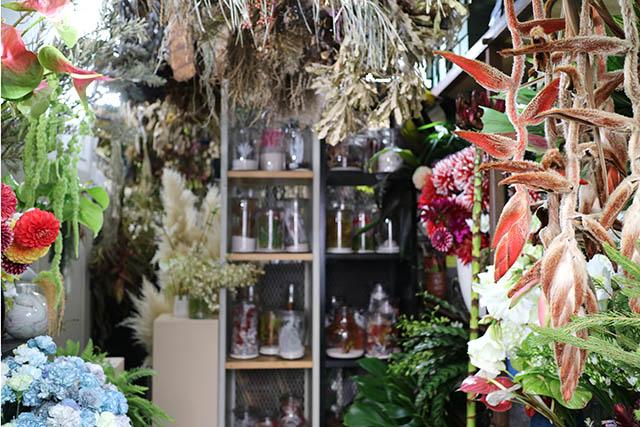 「logi PLANTS&FLOWERS(ロジプランツアンドフラワー)」 店内