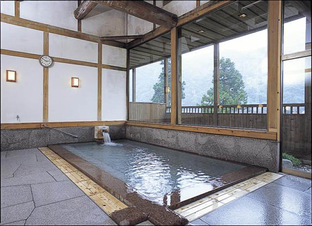 越後湯沢温泉 駒子の湯