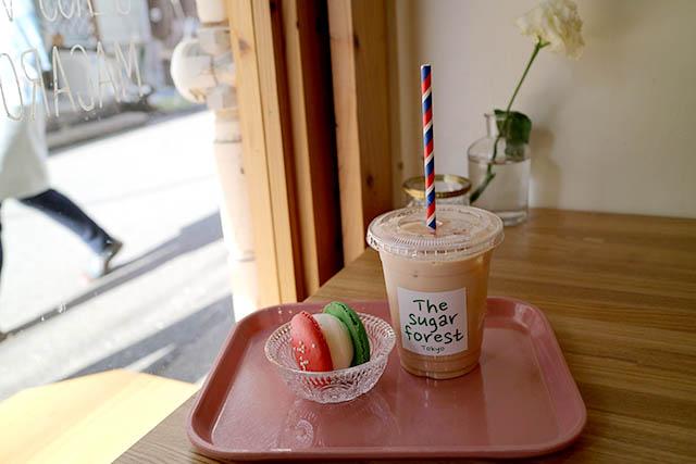 「The Sugar Forest(ザシュガーフォレスト)」 牛乳(クリスマスVer.) 400円/ドリンク 400円~(どちらも税込)