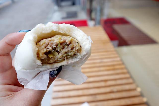 「五十番 神楽坂本店」 食べ応えばっちりな「ミニ肉まん280円(税込)」