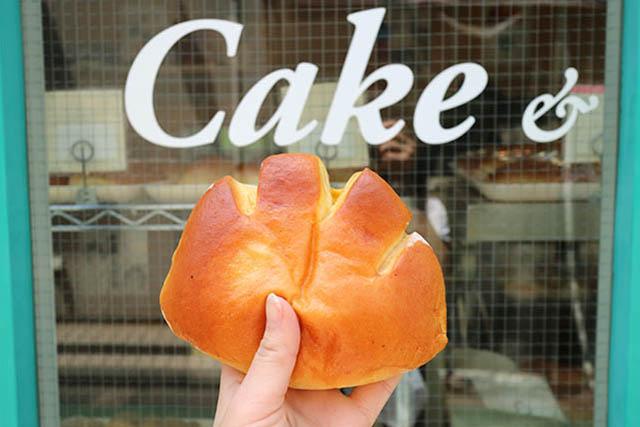 「亀井堂」 大人気のふわとろ「クリームパン」
