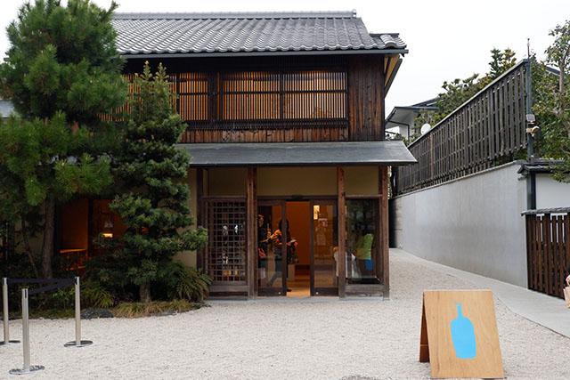 BLUE BOTTLE COFFEE京都カフェ 外観
